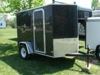 2011 LOOK TRAILER. 10' x 5' V-Nose enclosed trailer.
