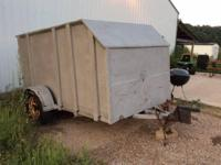 5x9. Ramp door. Pulls great! Have used to haul PA