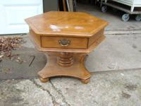 Selling a really well made Ethan Allan end table.  1