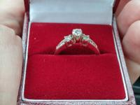 Im trying to sell an old engagement ring to help get