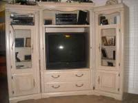 3 PIECE UNIT HOLDS UP TO 42INCH TV. GOOD CONDITION HAS