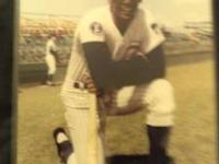Ernie Banks 8x 10 photo that's in excellent condition.