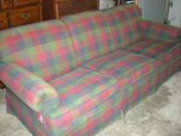For sale is a gorgeous Ethan Allen sofa. Hunter Green,