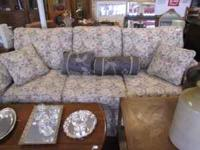 gorgeous couch Ethan Allen in perfect condition come