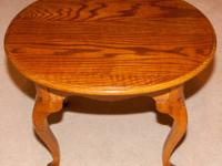 Ethan Allen Oval End Table with Queen Ann style legs.