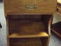 Ethan Allen nightstand - solid wood - 1 drawer - great