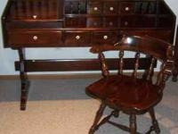 This Ethan Allen antique pine pedestal desk and