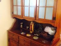 Ethan Allen china hutch excellent condition I would say