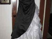 Size 10 black and white gown. Will fit size 5 to 12.