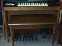 This Everett by Hammond organ is a really great item
