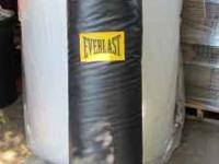 black everlast 100pd. punching bab - like new. phone-