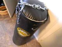 This is an 80 lbs Everlast Heavy Bag. Like new