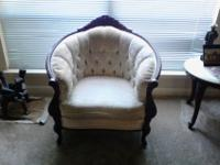 Excellent 3 piece living room furniture; includes sofa,