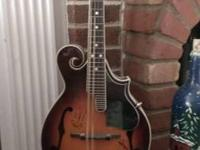 Beautiful Austin F Style Mandolin, played very little,
