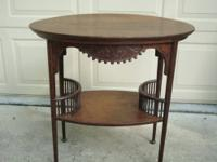 This is a wonderful antique oak table with very pretty