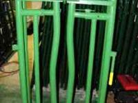 Farm Gates of assorted sizes and round pen panels and