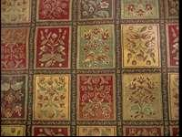 Beautiful Area rug which is in excellent condition. The