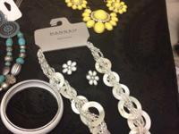 It sells fashion jewelry lot of 1000 pieces of top