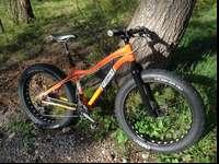 9: Zero:7 2012 size medium fat bike in great condition.