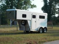 2001 FEATHERLITE Very nice 2 Horse trailer or can take