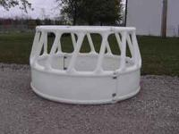poly feeder 8' dia. Heavy duty poly bale feeder.