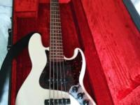 Up for sale is a Fender 5 string jazz bass (J-bass)