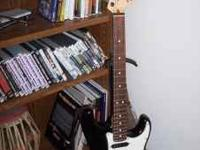 Great Guitar in like new condition. Fender American