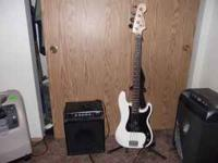 fender squier percsion bass and pyrmid amp with stand