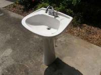 Bon Ferrum Pedestal Sink With Taps   Used   $75 (Lakeland, FL)