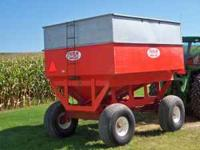 Ficklin 435 Gravity Wagon with 12 ton heavy duty