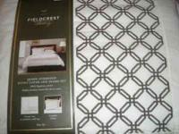 Brand new queen oversized duvet cover and sham set 100%