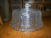 FIFTH AVENUE CRYSTAL PORTICO 2 IN 1 CAKE PLATE AND