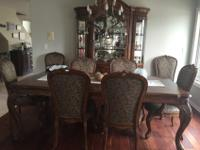 Fine furniture dining room set (includes table, chairs,