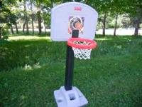 Plastic basket ball stand in very good shape, base can