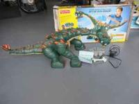 FISHER-PRICE IMAGINEXT SPIKE THE ULTRA DINOSAUR GIFT
