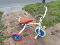 cute lightweight tricycle Made for toddlers, easy to