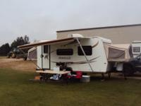 2011 White Camper Trailer, Sleep between 6 or