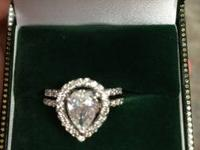 Beautiful perfect engagement ring. The center stone is