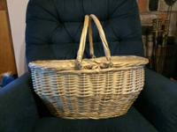 Wonderful 22x14x10 fabric lined basket flips open at