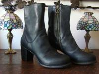 BLACK MI DDIE BOOTS MADE IN ITALY SIZE40 LIKE NEW
