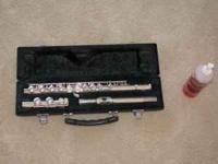 Nice flute. Maintained. Case and cleaner included. Cash