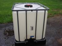 275 gallon tote tank Container. Plastic for Water,
