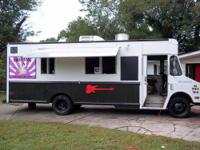 30' FOOD TRUCK - GREAT CONDITION DEEP FRYERS - GRILL-