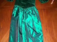 Emerald green gown size 6. Velvet and taffeta complete