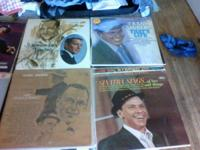 A lot of 55 vinyls Frank Sinatra records.   Great