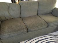 Type:FurnitureType:Couch and Loveseatwell worn matching