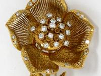 One ladies 18K yellow gold flower brooch, featuring