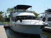 Description With a very nice layout the Carver 406 Aft