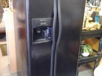 FRIGIDAIRE REFIGERATOR BLACK IN COLOR it has a ice