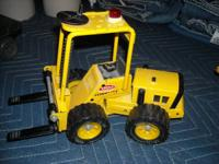 Metal front end loader made bt Tonka  NOT BEAT UP  Call